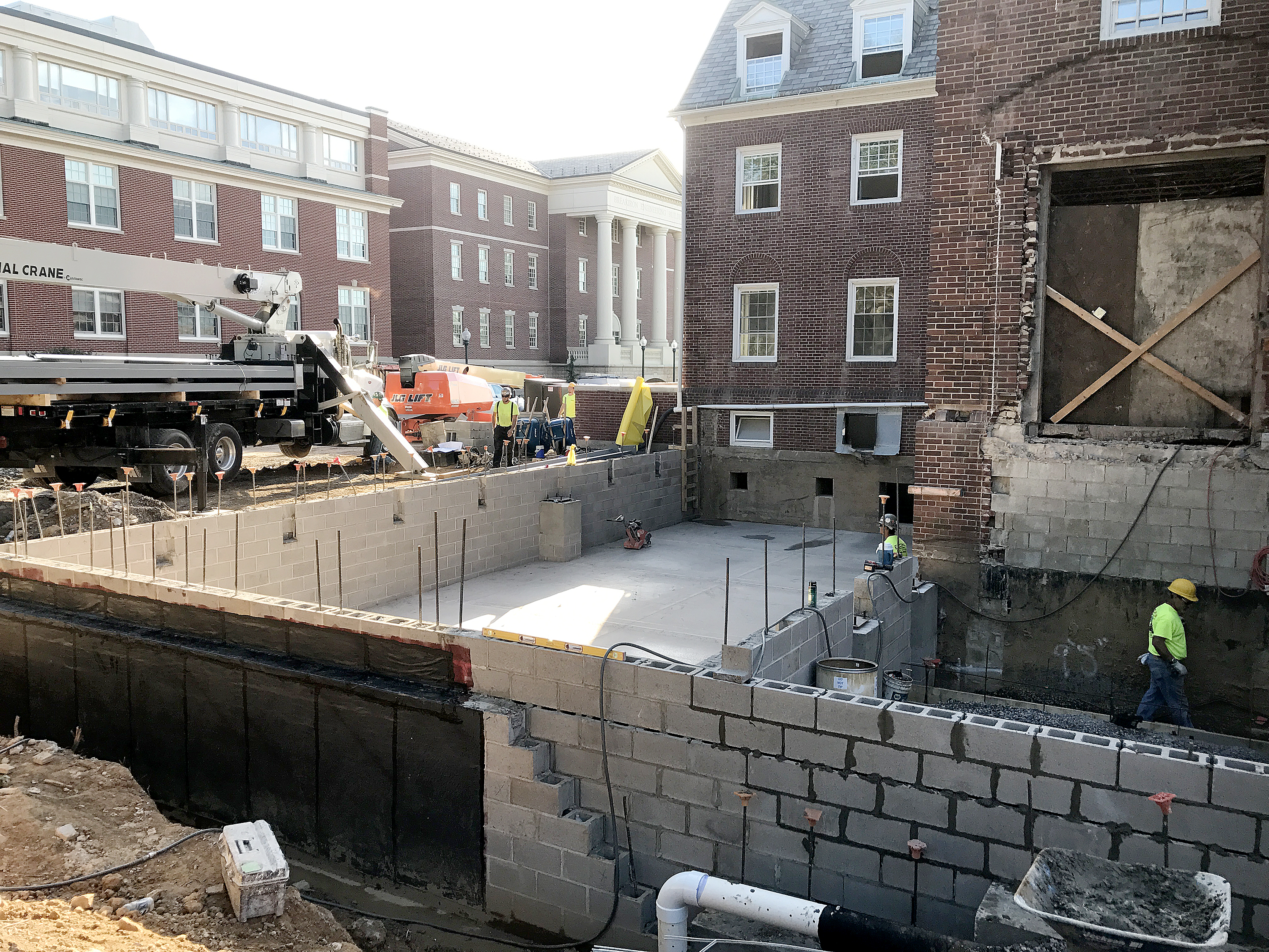 The Zartman Construction team works on the exterior of Hildreth-Mirza Hall at Bucknell University.
